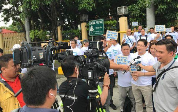 Filippiniläinen aktivi median haastattelussa