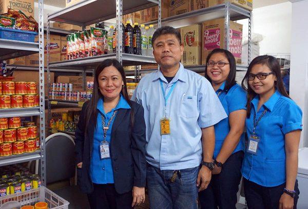 Filippiiniläisiä elintarvikealan työntekijöitä