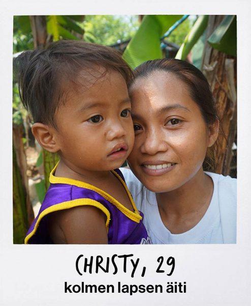 Kotiapulainen Filippiineiltä lapsensa kanssa