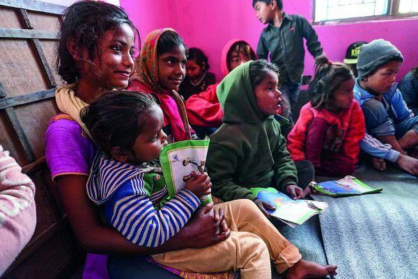 Kuvassa lapsia nepalilaisessa koulussa.