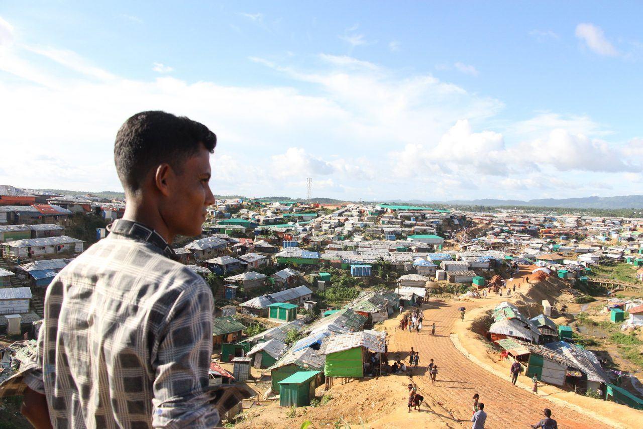 Kuva Myanmarin pakolaisleiristä. Leireillä koronapandemia leviää helposti.