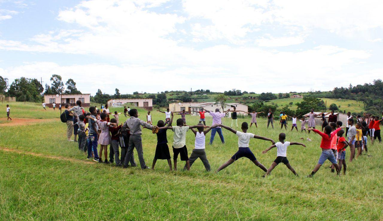 Liikuntatunti Eswatinilaisessa koulussa.