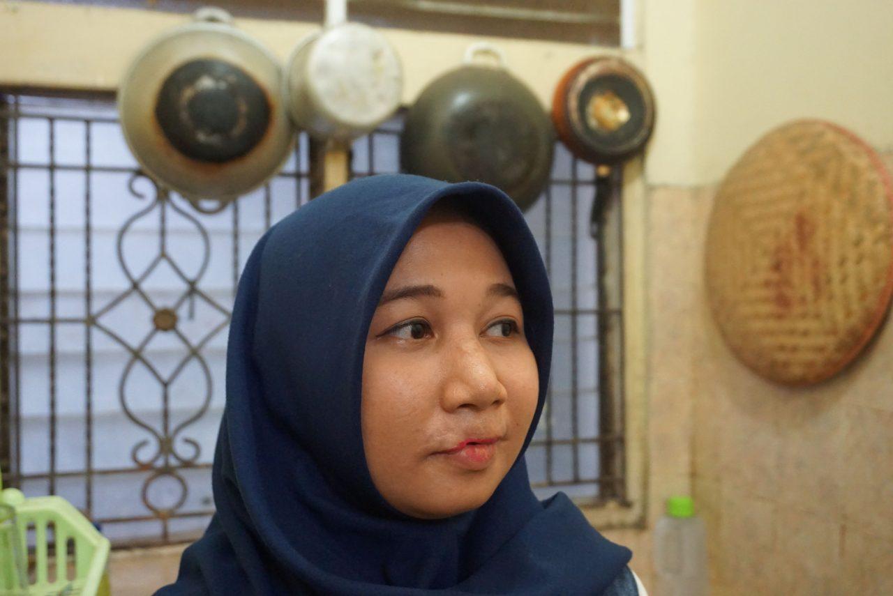Nuori, indonesialainen nainen.